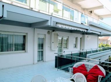 Appartamento con ampia terrazza in Residence 3